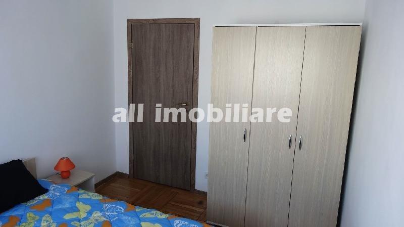 Apartament 3 camere de inchiriat in zona Casa de Cultura din Constanta